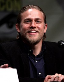 Come si pronuncia Charlie Hunnam - Photo by Gage Skidmore