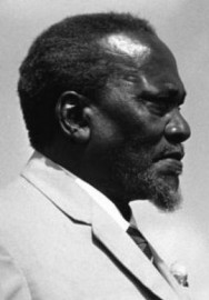 Come si pronuncia Jomo Kenyatta - Photo by Ludwig Wegmann
